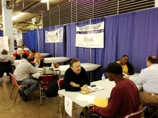 Volunteer lawyers counsel veterans at the 2013 Arizona StandDown. (photo: Alberto Rodriguez)
