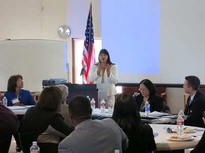 Lisa Loo moderates judicial diversity panel, Feb. 27, 2014.