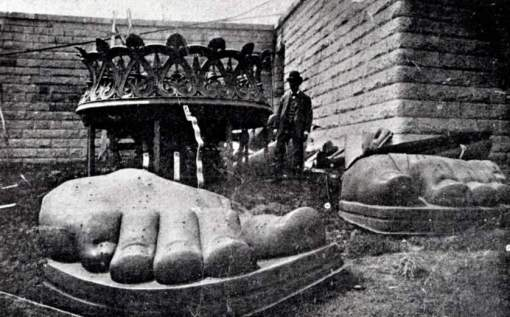 The feet of the Statue of Liberty arrive on Liberty Island 1885. The statue was a gift from the people of France to the United States, It represents Libertas, the Roman goddess of freedom. (Photo by: Universal History Archive/UIG via Getty Images)