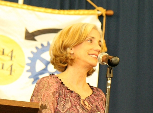 Jodi Weisberg delivers the humorous goods at the 2015 lawyer-comedy competition (photo by Ruth Howe, Rotary).