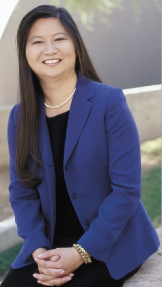 Lisa Loo in Arizona Attorney Magazine, October 2001 (photo by John Beckett).